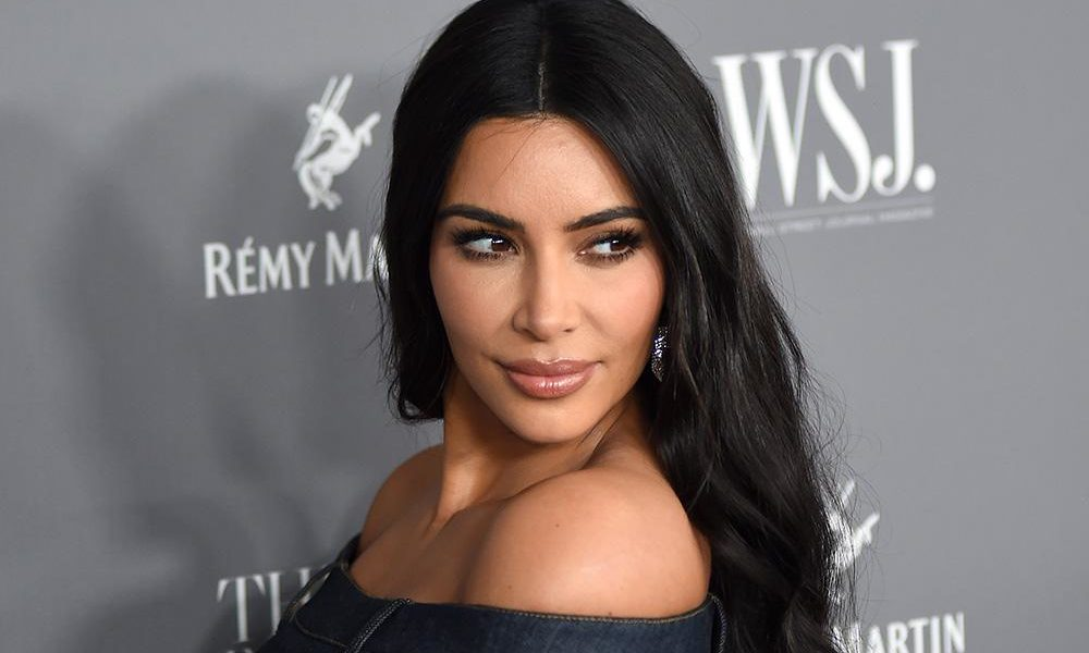 Coronavirus Kim Kardashian Exhorte Ses Fans A Rester A La Maison Lfm La Radio