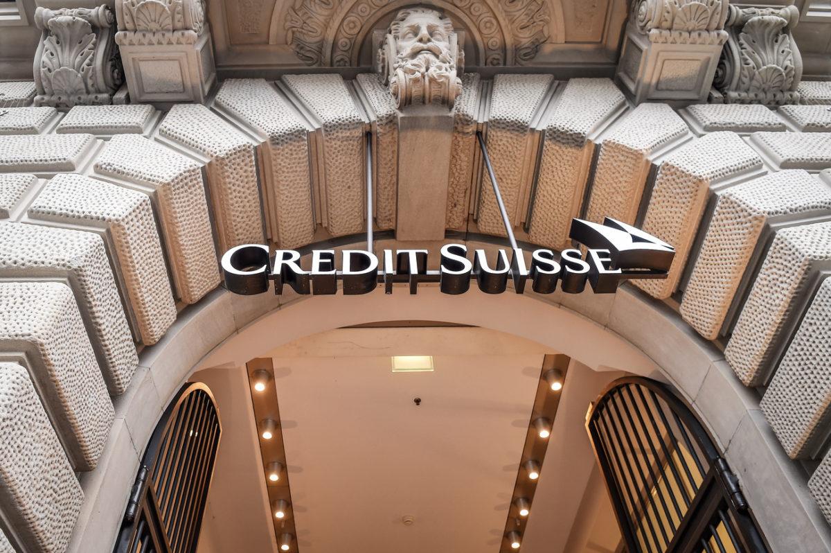 Das Logo der Credit Suisse am Hauptsitz am Zuercher Paradeplatz fotografiert am Donnerstag, 18. Januar 2018, in Zuerich. (KEYSTONE/Melanie Duchene)