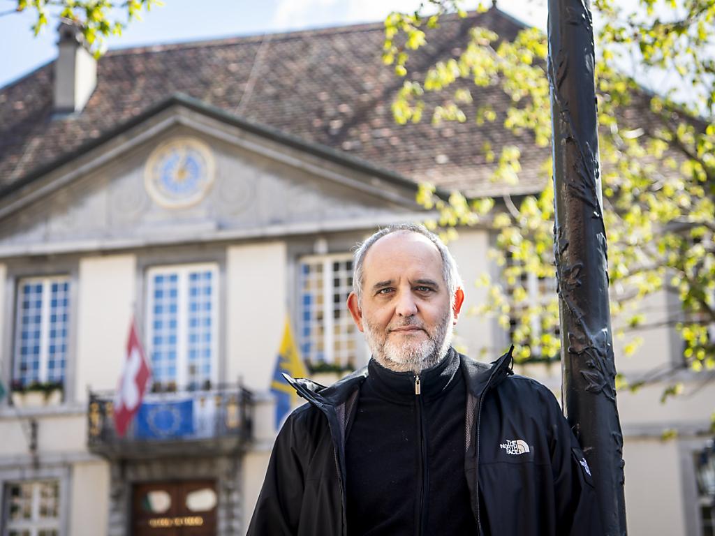 Yvan Luccarini, ici devant l'Hôtel de Ville de Vevey, est l'un des nouveaux syndics vaudois