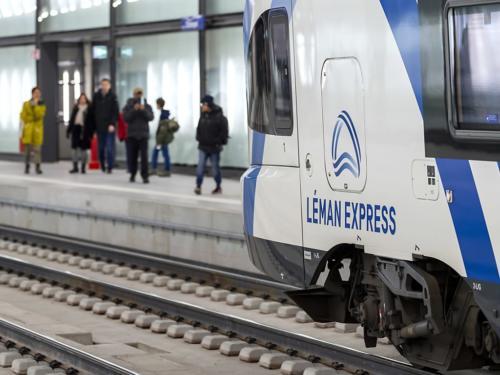 Le Léman Express va rassembler chaque jour des dizaines de milliers d'utilisateurs dans près de 250 trains. Six trajets par heure et par sens sont prévus en semaine pour le segment Cornavin/Eaux-Vives/Annemasse. (Le Léman Express va rassembler chaque jour des dizaines de milliers d'utilisateurs dans près de 250 trains. Six trajets par heure et par sens sont prévus en semaine pour le segment Cornavin/Eaux-Vives/Annemasse. (©KEYSTONE/MARTIAL TREZZINI))