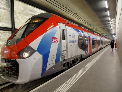 Le réseau du Léman Express doit intégralement être mis en service mercredi. Les trains du RER transfrontalier devraient, à terme, transporter environ 50'000 personnes par jour. (Le réseau du Léman Express doit intégralement être mis en service mercredi. Les trains du RER transfrontalier devraient, à terme, transporter environ 50'000 personnes par jour. (©KEYSTONE/SDN))